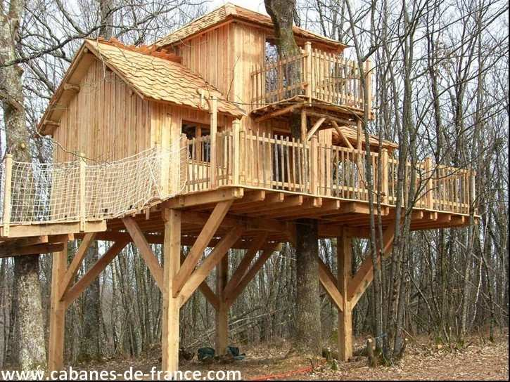 Cabane aux terrasses moulin de la jarousse cabane dans for Cabanes en bois habitables