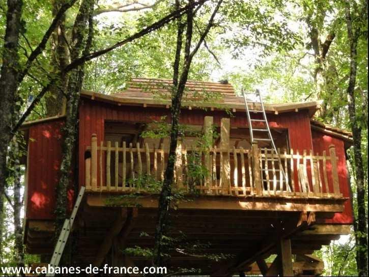 cabane zen moulin de la jarousse cabane dans les. Black Bedroom Furniture Sets. Home Design Ideas