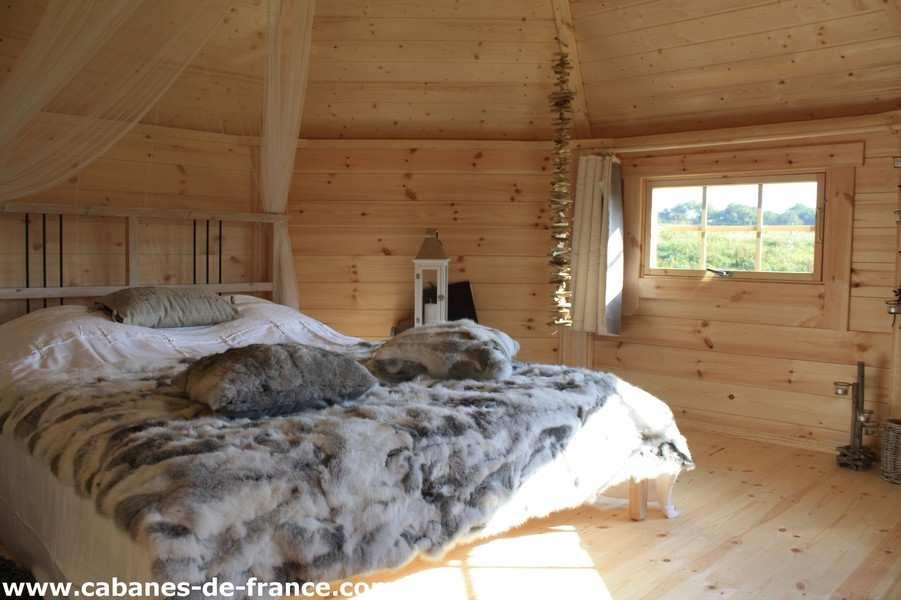 chalet de laponie dihan cabane au sol lodge en bretagne cabanes de france. Black Bedroom Furniture Sets. Home Design Ideas