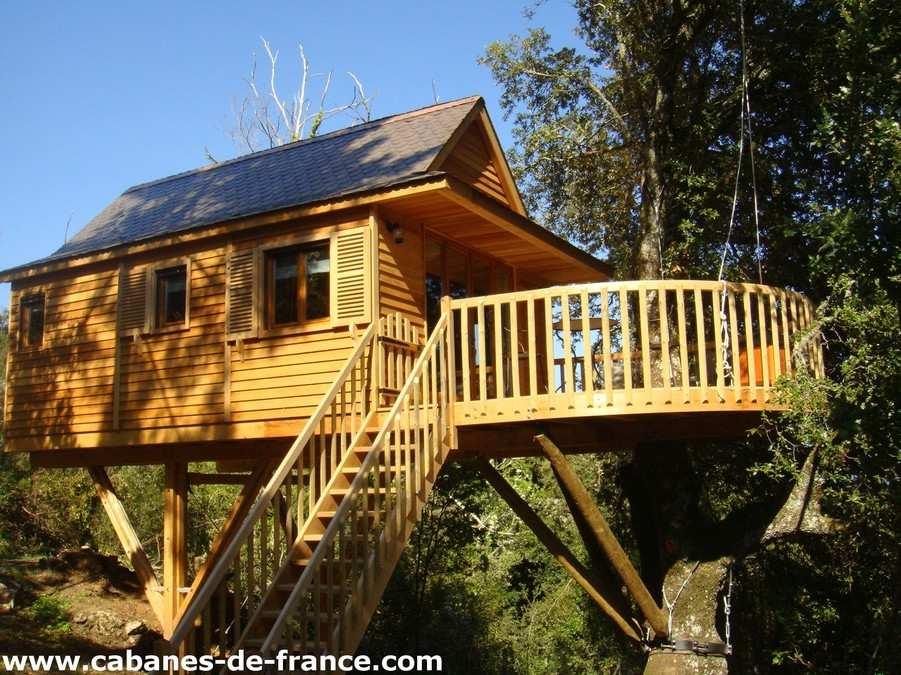 cabane dans l 39 arbre a pignata cabane dans les arbres en corse cabanes de france. Black Bedroom Furniture Sets. Home Design Ideas