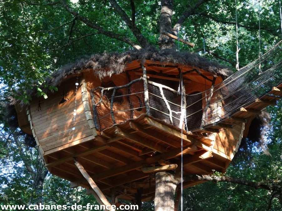 la pitalaya les cabanes de pyr ne cabane dans les arbres en midi pyr n es cabanes de france. Black Bedroom Furniture Sets. Home Design Ideas