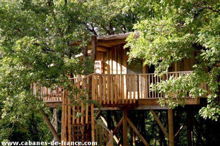cabanes dans les arbres les cabanes de jeanne cabane dans les arbres en aquitaine cabanes. Black Bedroom Furniture Sets. Home Design Ideas