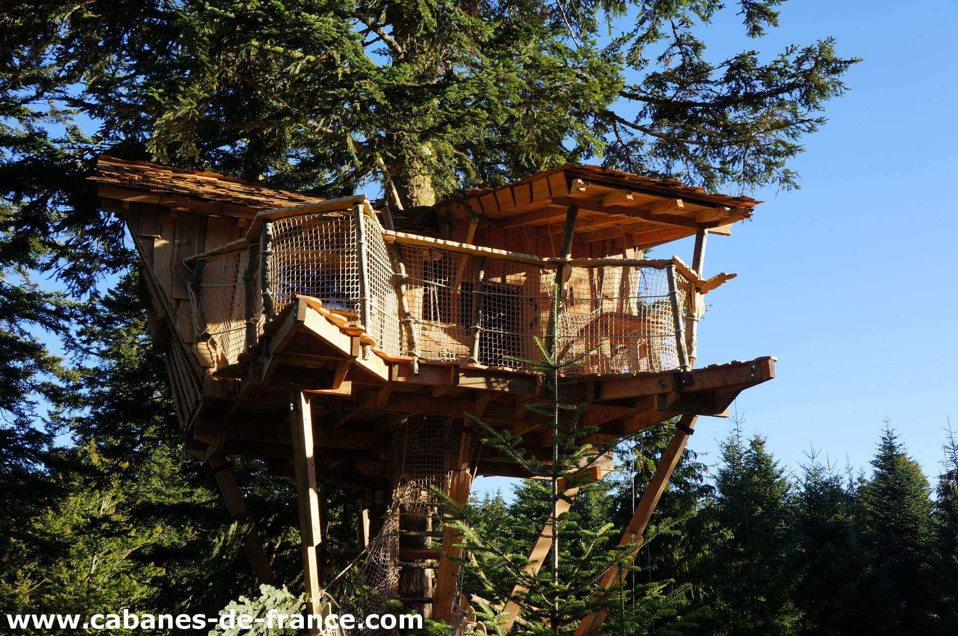 cabane nis de bisou les cabanes des volcans cabane dans les arbres en auvergne cabanes de. Black Bedroom Furniture Sets. Home Design Ideas