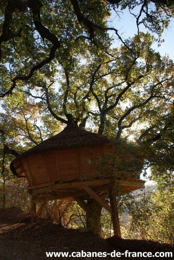 cabane dans les arbres camping de la beaume cabane dans les arbres en provence alpes c te d. Black Bedroom Furniture Sets. Home Design Ideas