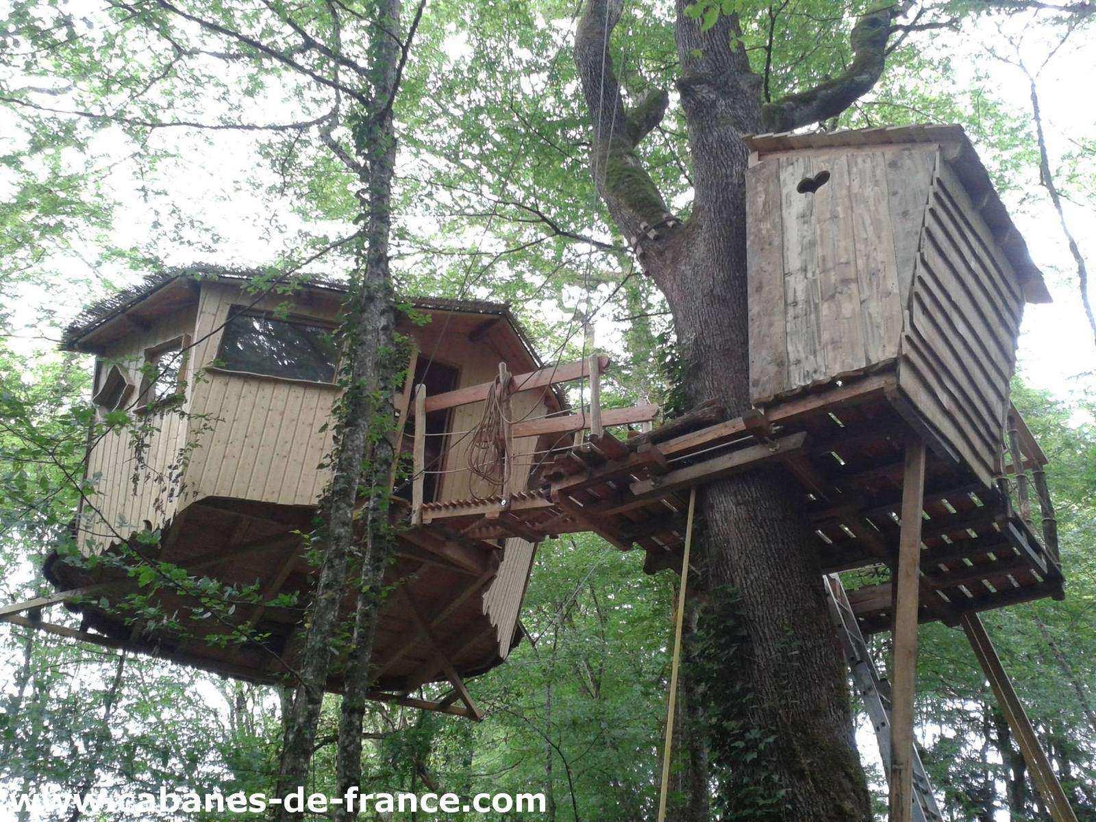 Cabane eole les cabanes du bois clair cabane dans les arbres en franche comt cabanes de for Construction bois en franche comte