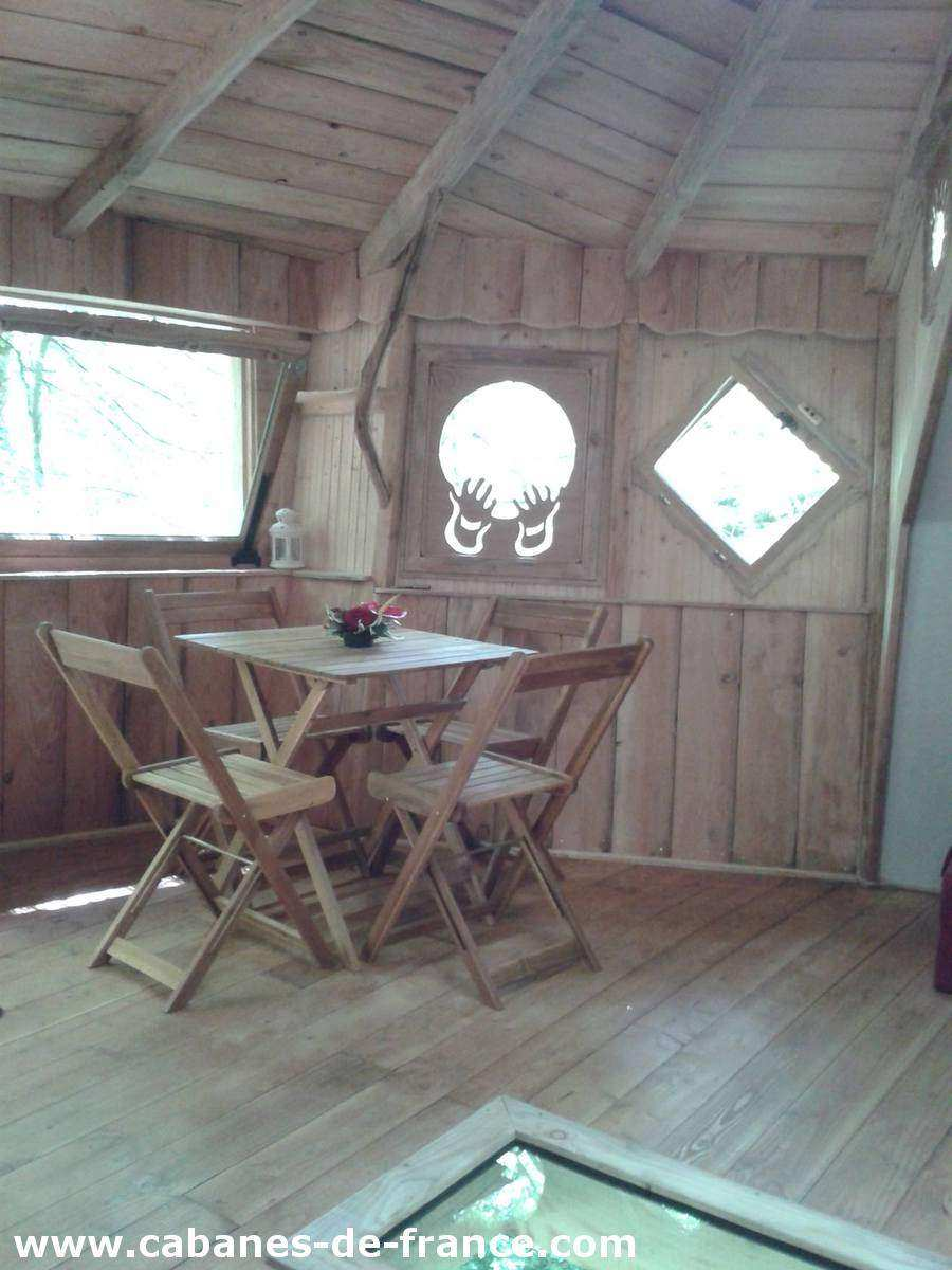 cabane eole les cabanes du bois clair cabane dans les arbres en franche comt cabanes de. Black Bedroom Furniture Sets. Home Design Ideas