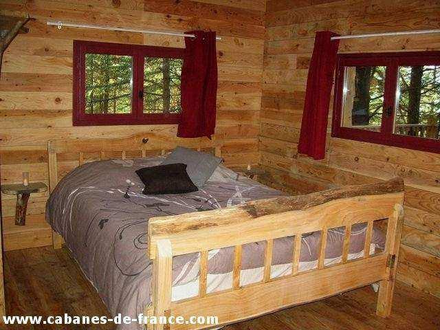 Cabane ecureuil cabane dans les arbres en languedoc - Cabane dans les arbres avec salle de bain ...