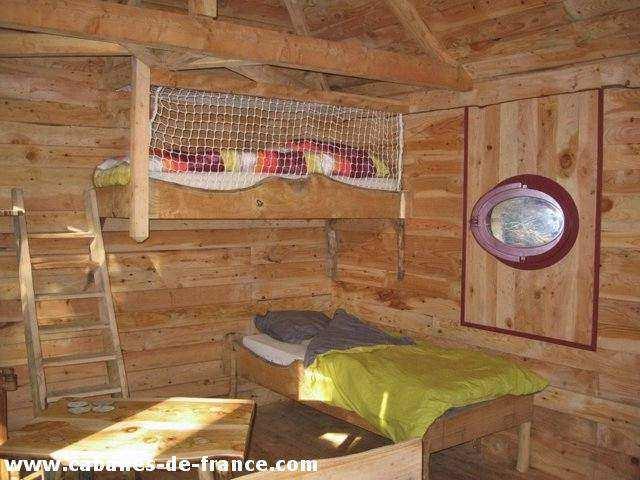 cabane ecureuil cabane dans les arbres en languedoc roussillon cabanes de france. Black Bedroom Furniture Sets. Home Design Ideas