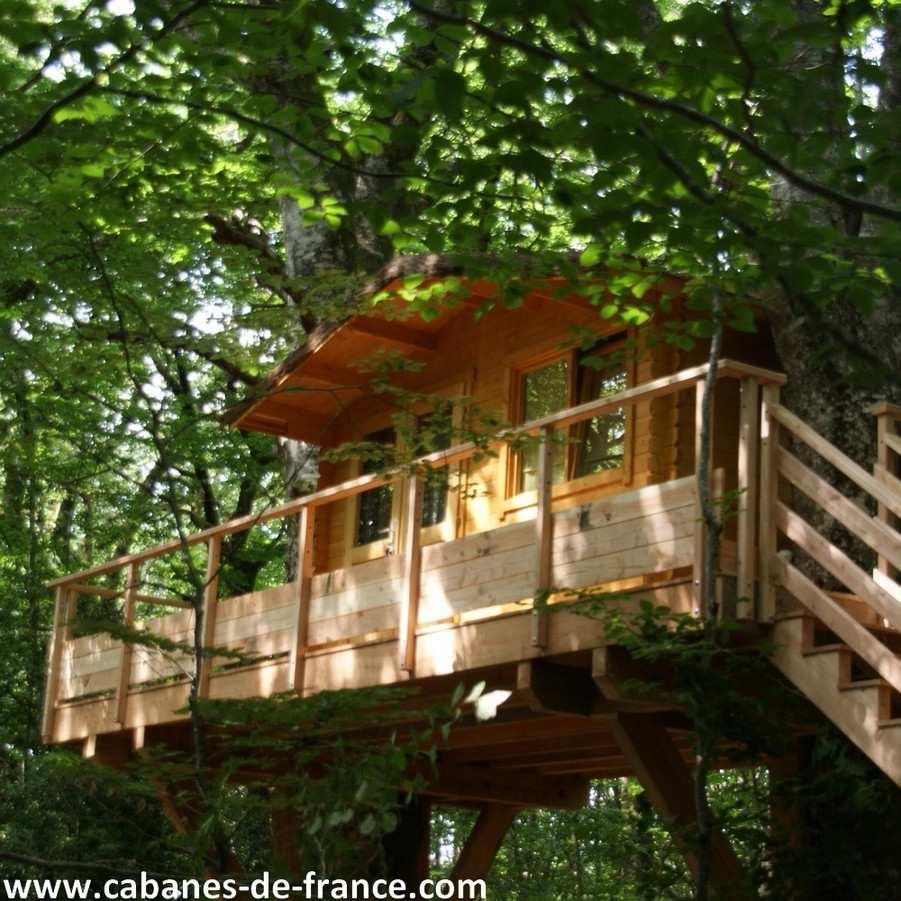 cabane des deux h tres les cabanes d 39 elo cabane dans les arbres en midi pyr n es cabanes. Black Bedroom Furniture Sets. Home Design Ideas