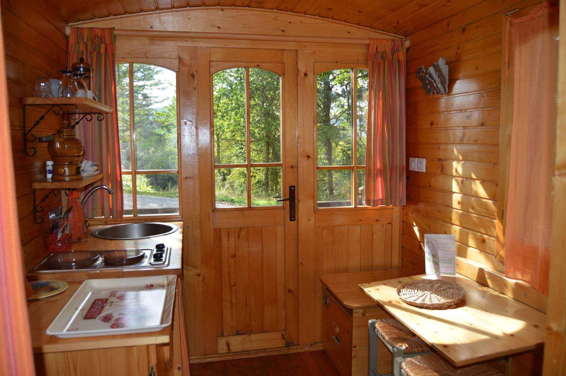 la roulotte camping du mettey roulotte en lorraine cabanes de france. Black Bedroom Furniture Sets. Home Design Ideas