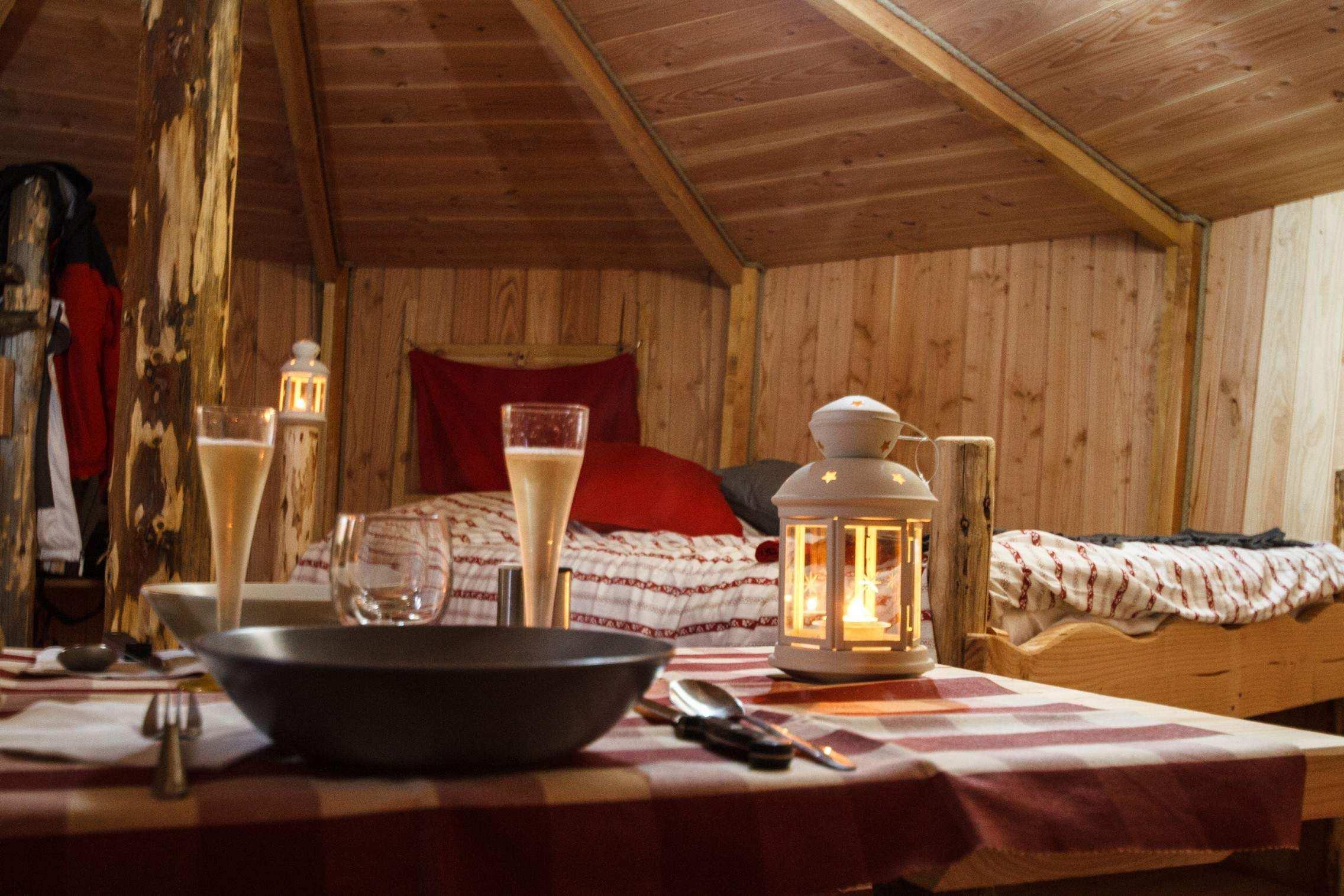 yourte en bois les bolets vall e de l ance yourte en auvergne cabanes de france. Black Bedroom Furniture Sets. Home Design Ideas