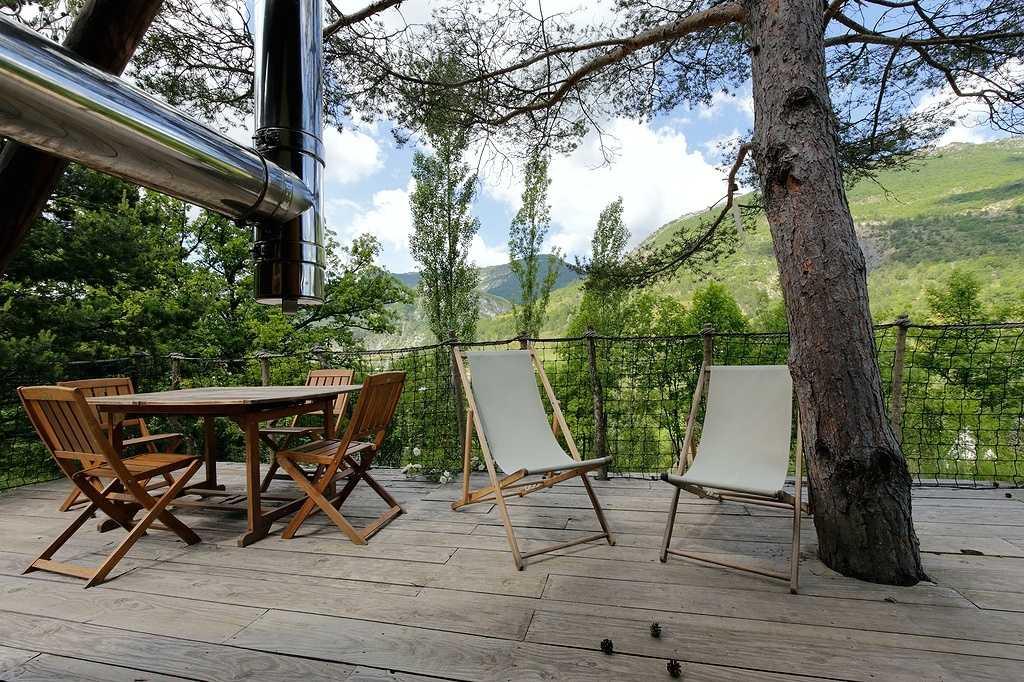 la cabane du trappeur le pr sent simple tente lodge en rh ne alpes cabanes de france. Black Bedroom Furniture Sets. Home Design Ideas
