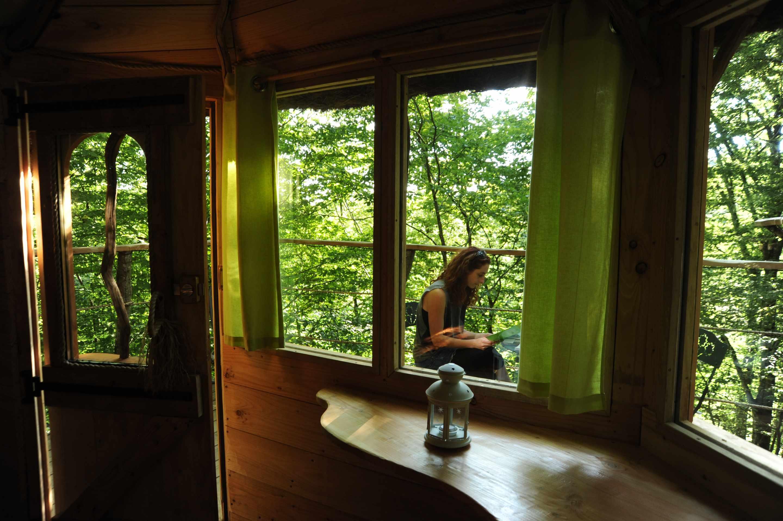 canop e les cabanes du bois clair cabane dans les arbres en franche comt cabanes de france. Black Bedroom Furniture Sets. Home Design Ideas