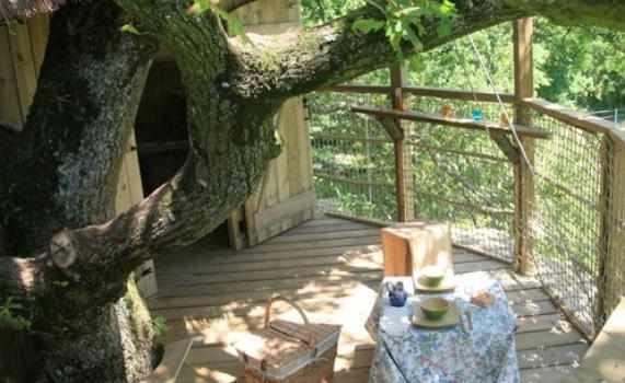 cabane girsberg cabane dans les arbres en pays de la loire cabanes de france. Black Bedroom Furniture Sets. Home Design Ideas