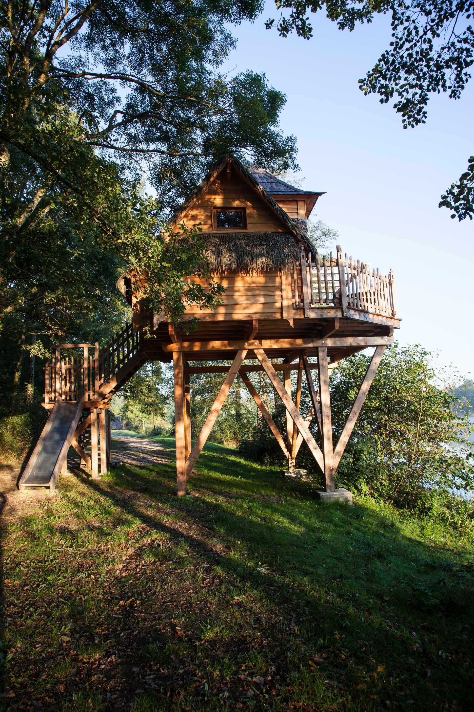 cabane de lutins domaine de la dombes cabane sur pilotis en rh ne alpes cabanes de france. Black Bedroom Furniture Sets. Home Design Ideas