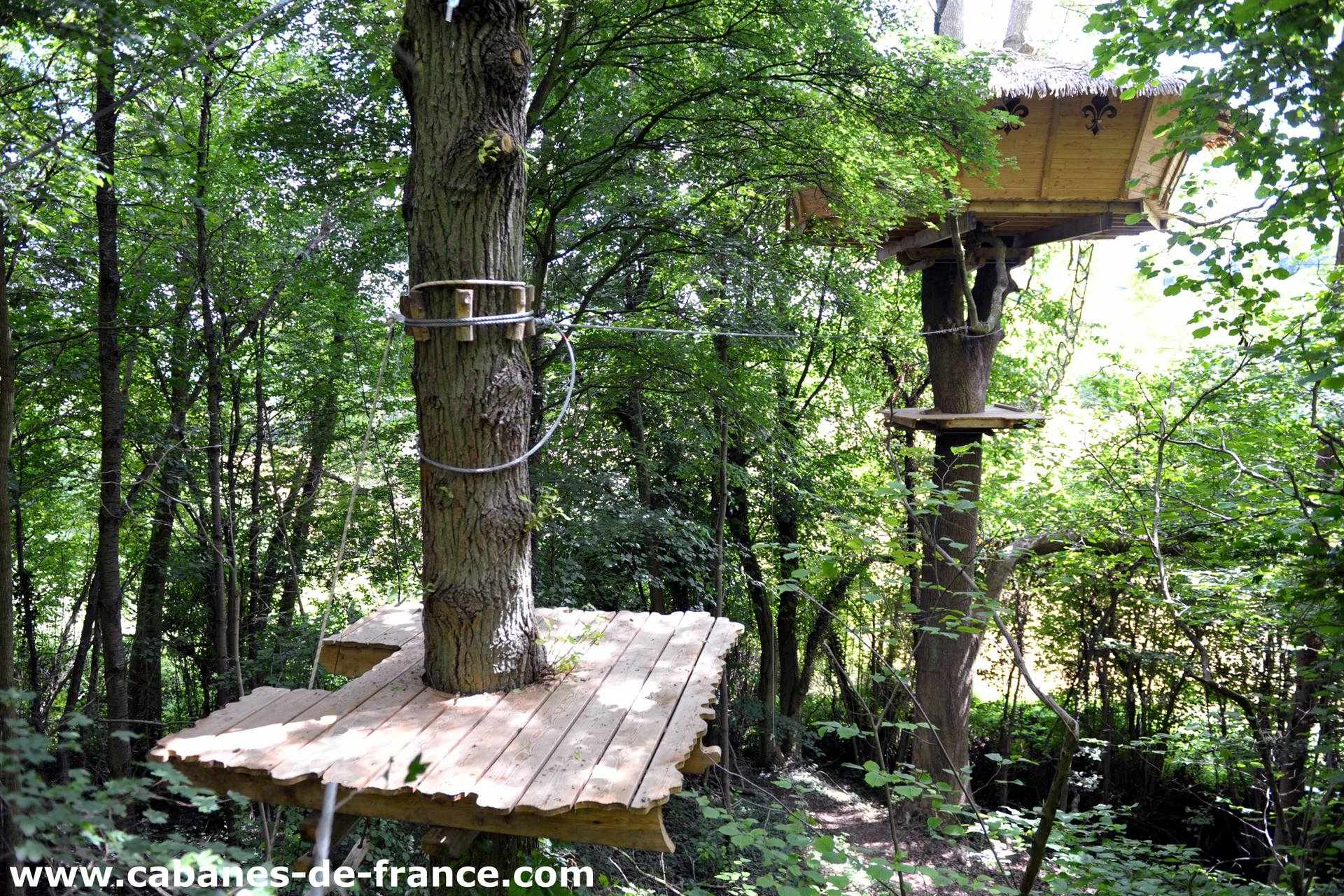 cabane le soleil royal cabane dans les arbres en haute normandie cabanes de france. Black Bedroom Furniture Sets. Home Design Ideas