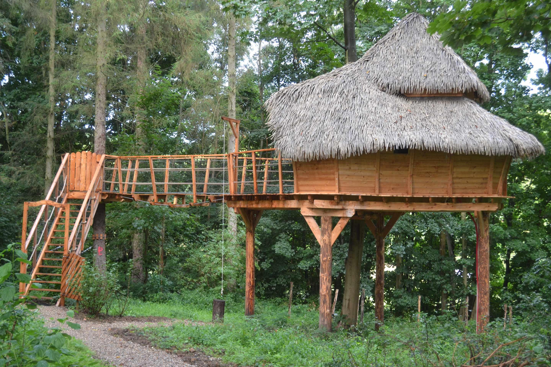 cabane les 2 anges le clos cacheleux cabane dans les arbres en picardie cabanes de france. Black Bedroom Furniture Sets. Home Design Ideas
