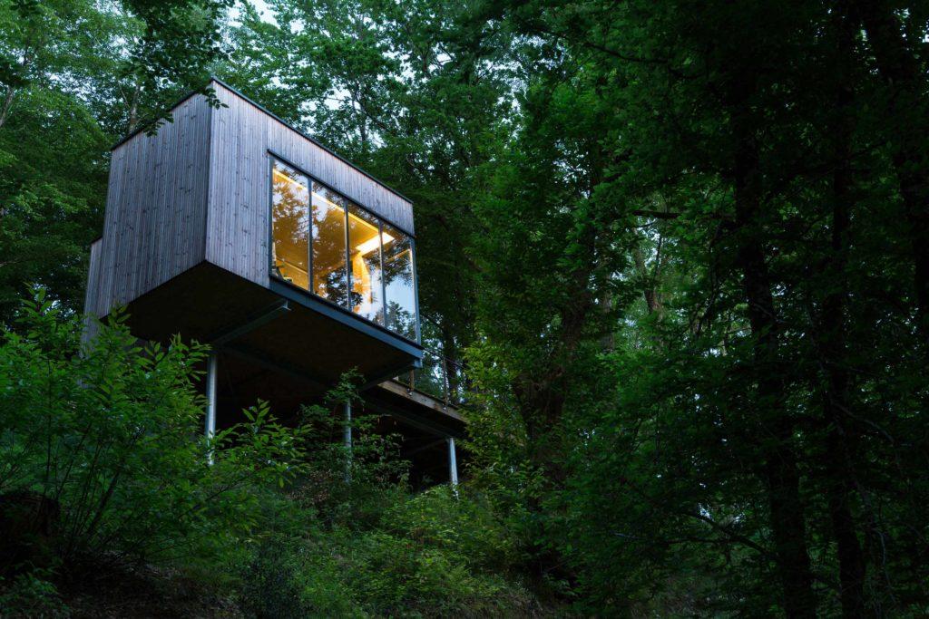 cabane pin blond 1 cabanes de salagnac cabane sur pilotis en limousin cabanes de france. Black Bedroom Furniture Sets. Home Design Ideas