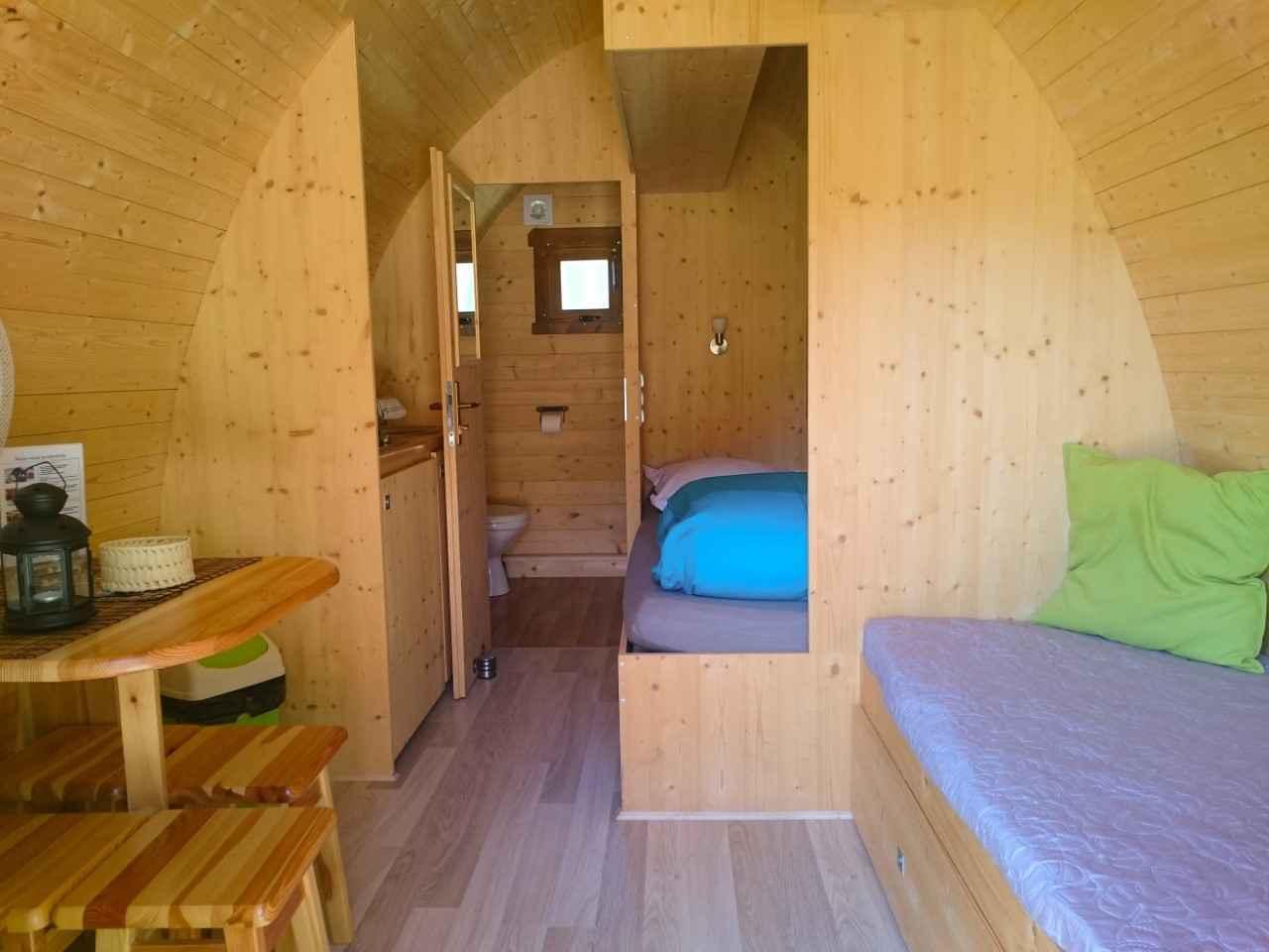 cabane foresti re cabane au sol lodge en centre cabanes de france. Black Bedroom Furniture Sets. Home Design Ideas