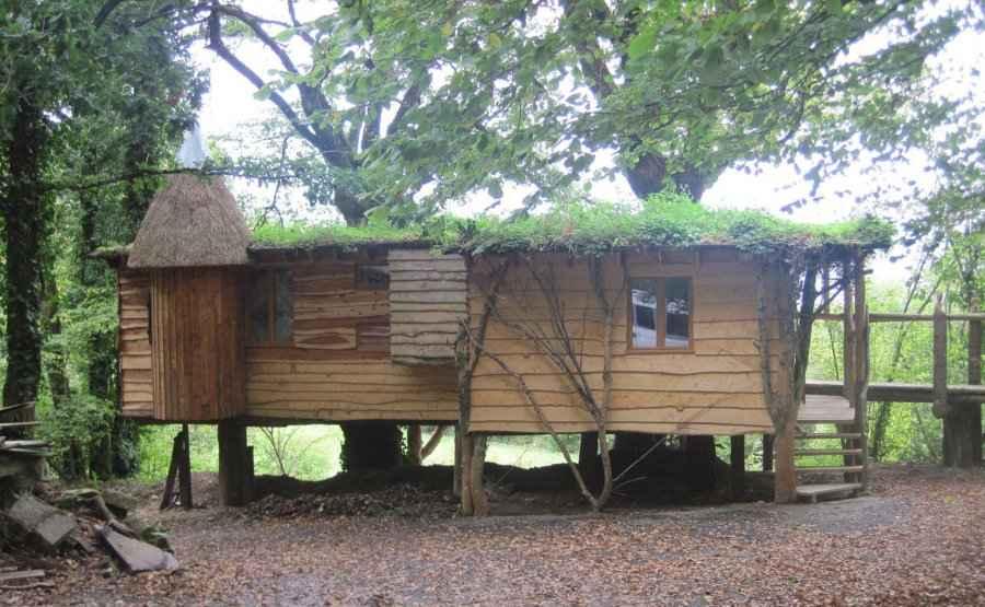 cabane kergwan ekolobreizh cabane sur pilotis en bretagne cabanes de france. Black Bedroom Furniture Sets. Home Design Ideas