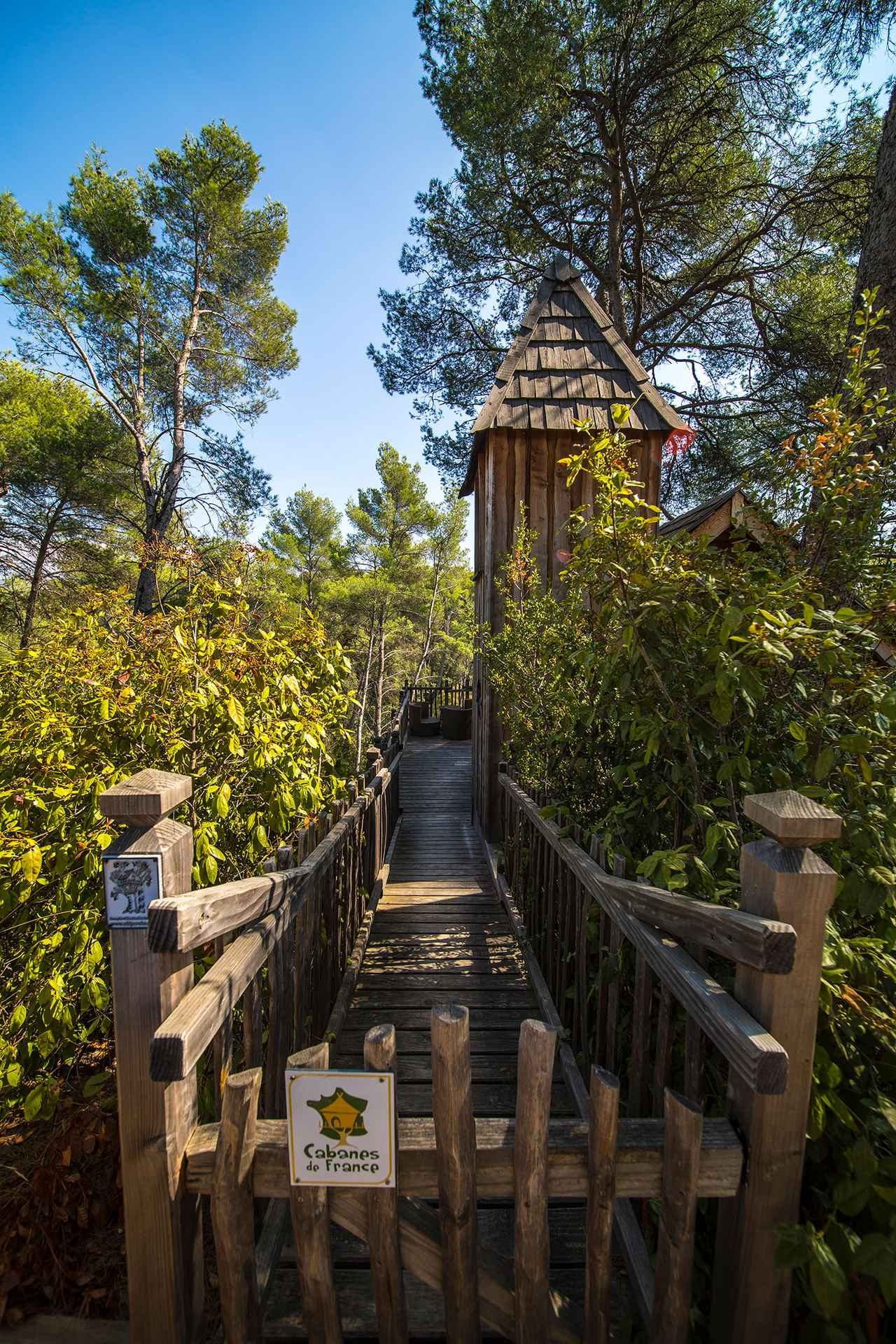 cabane cureuil a fleur de bois cabane dans les arbres en provence alpes c te d 39 azur. Black Bedroom Furniture Sets. Home Design Ideas