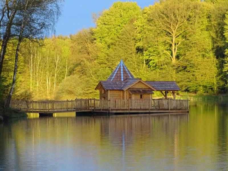 cabane flottante famille spa oasis les grands reflets cabane sur l 39 eau en franche comt. Black Bedroom Furniture Sets. Home Design Ideas