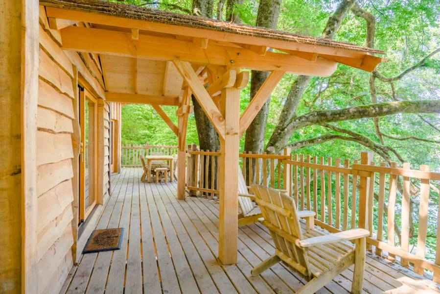 cabane famille repaire les grands reflets cabane dans les arbres en franche comt cabanes. Black Bedroom Furniture Sets. Home Design Ideas