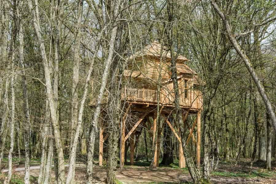 cabane famille cache cache les grands reflets cabane dans les arbres en franche comt. Black Bedroom Furniture Sets. Home Design Ideas